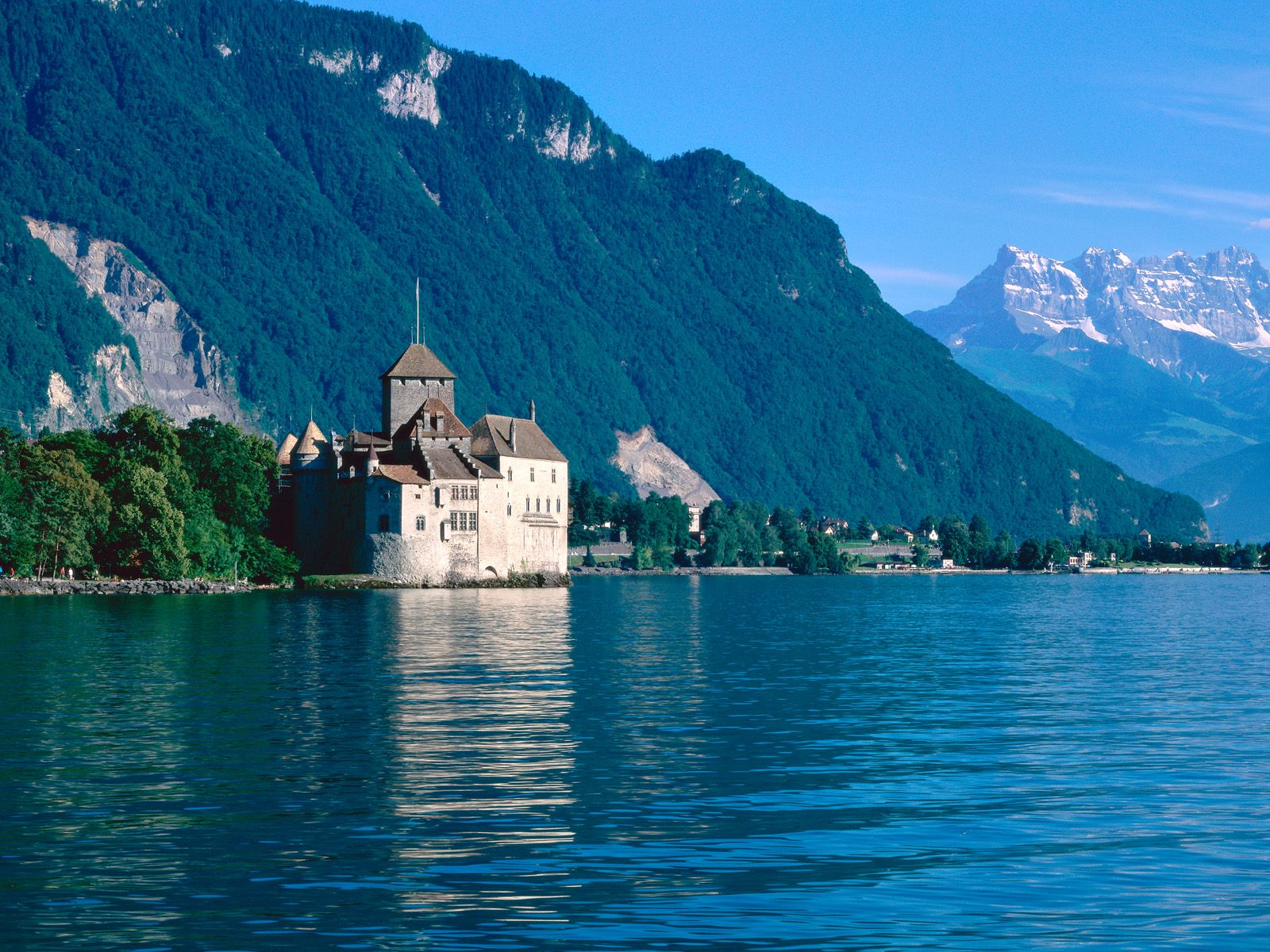 shvejtsariya Chillon Castle Lake Geneva Switzerland